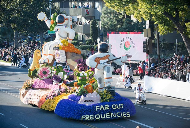 rose parade float by cal poly
